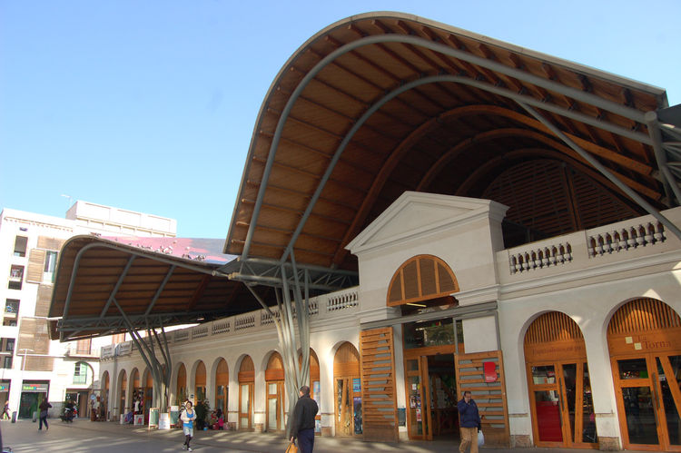 "After the show, it was time for lunch. We headed to <a href=""http://mercatsantacaterina.net/"">Mercat de Santa Caterina</a>, one of Barcelona's oldest markets. It was redesigned by the late architect Enric Miralles and his wife, fellow architect Benedetta"