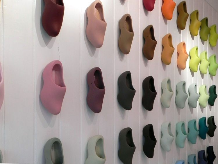 All 60 of Simon's Siecle paint colors are displayed on clogs that cover the entire left hand wall of the shop in a rather striking display. Displaying them on a 3D shape instead of a flat card allows customers to see the colors in different degrees of lig
