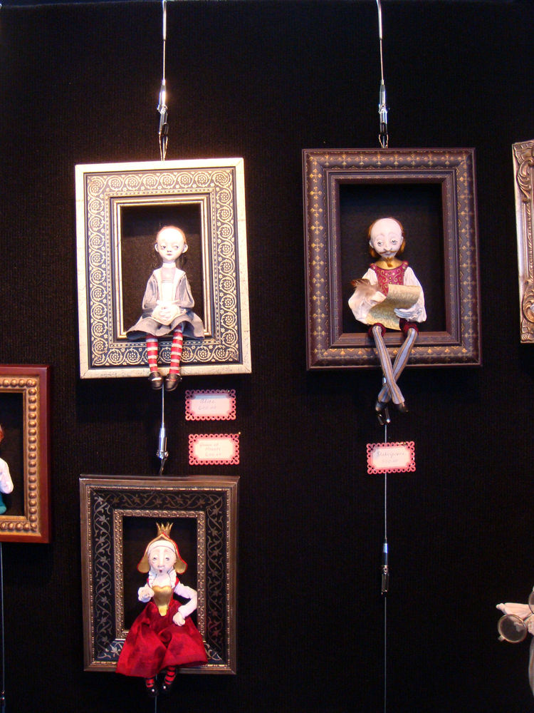 "This display porcelain dolls by <a href=""http://www.friedericydolls.com/"">Friedericy Dolls</a> reminded me of a Tim Burton."