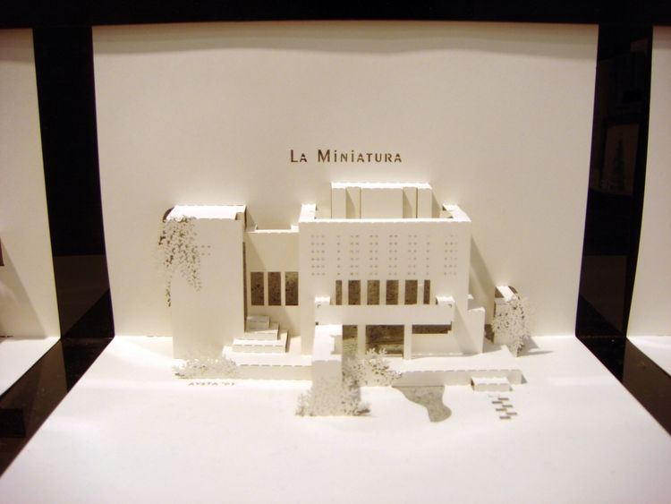 "Artist Joyce Aysta showed a series of pop-up ""Origami Architecture"" cards featuring architectural landmarks and famous homes, like Frank Lloyd Wright's La Miniatura House. In 2009, Aysta co-authored a <i>The Paper Architect</i>, which details how you can"