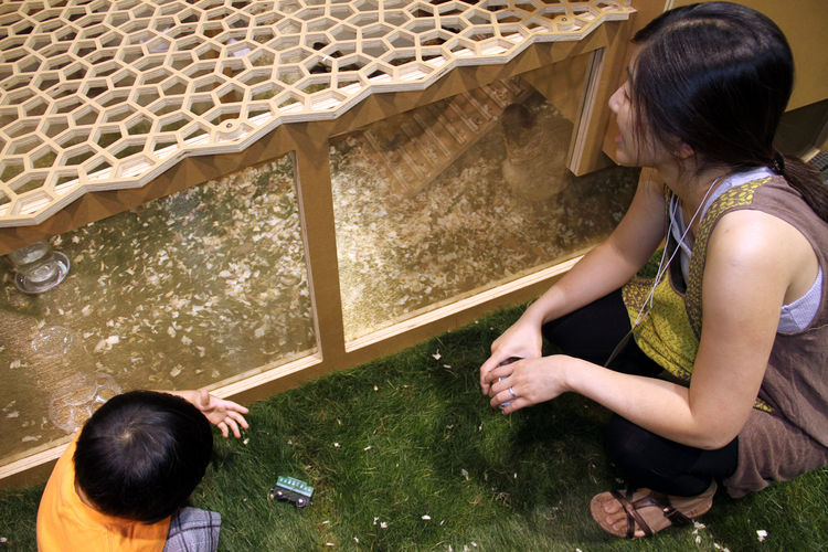 "It's safe to say that the chickens on the show floor had quite a hefty fan base, adults and kids alike. This coop by <a href=""http://www.100xbetter.com/"">100xBtr</a> boasts a roof that looks a lot like <a href=""http://www.barkowleibinger.com/"">Barkow Leib"