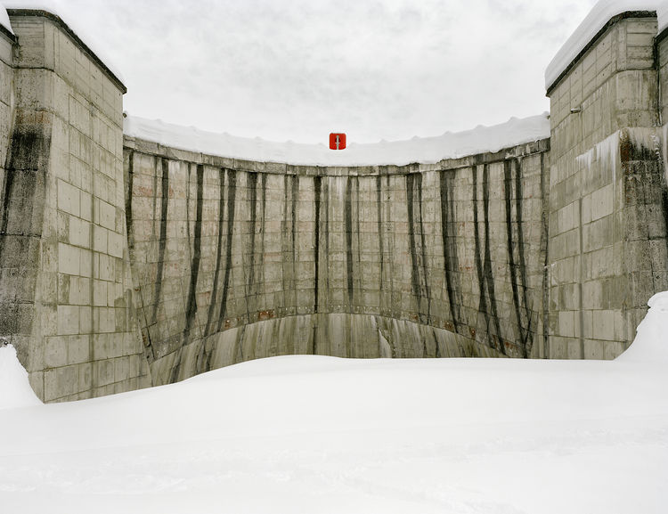 The lower face of a vaulting structure at La Girotte dam