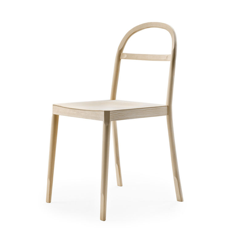 The Österlen chair, by Inga Sempé is so named for the area in southern Sweden in which it was built. Sempé, a southerner herself, used typical bentwood techniques to craft the piece, which features U-shaped cuts in the legs and back. Sempé also debuted a