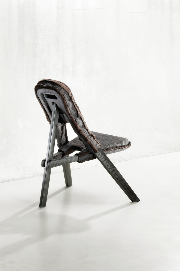 <h2><p>1999</h2></p><p>The Kasese Chair.</p>