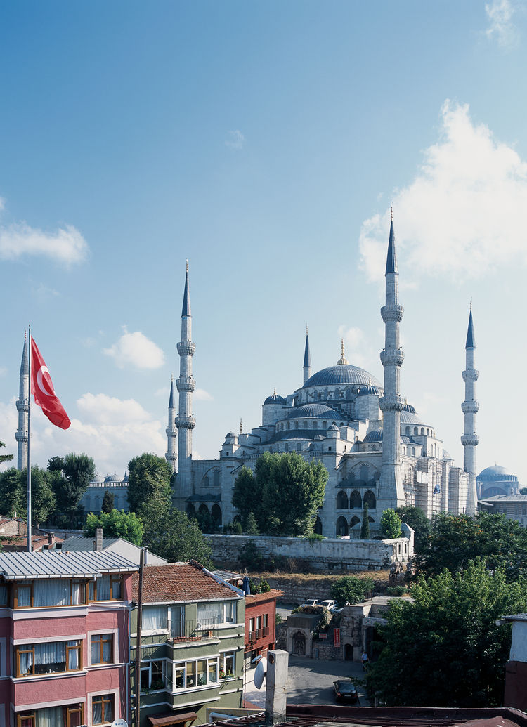 Although the exterior of the Blue Mosque (technically the Sultan Ahmed Mosque) is gorgeous, many say that it's not Sinan's masterwork: the sightlines inside are obscured by a number of columns. This is not a problem for the magnificent Hagia Sofia (in bac