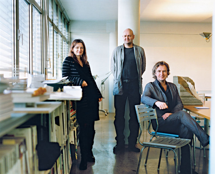 In 1995, Einar Jarmund (center) and his childhood friend and classmate at the Oslo School of Architecture Håkon Vigsnæs (seated) founded the firm in Oslo in 1995. In 2004 the firm expanded, adding Alessandra Kosberg (left) as the third partner. Photo by P