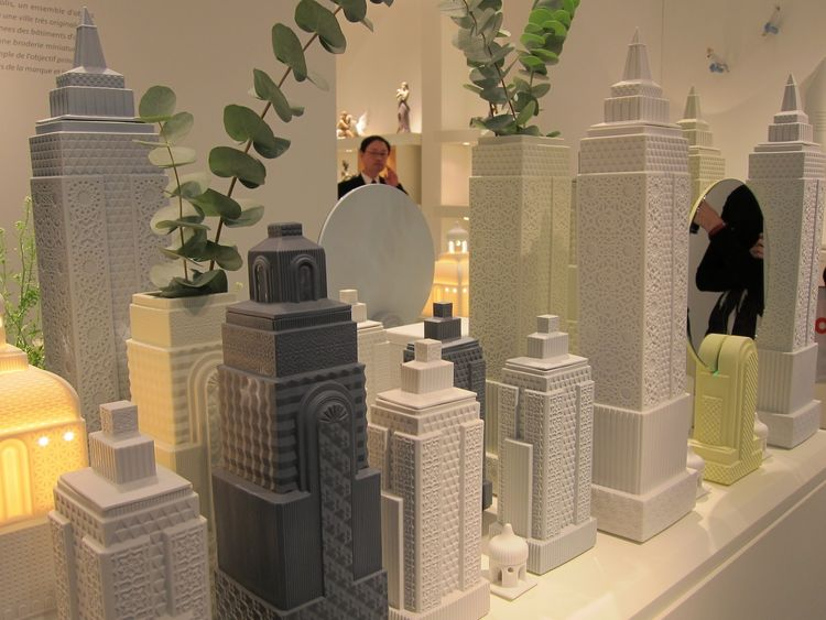 Lladro displayed their new Metropolis collection: functional pieces (boxes, vases, lamps, mirrors) made of porcelain with a matte glaze. Each piece is in the shape of a building; together they form a cityscape.