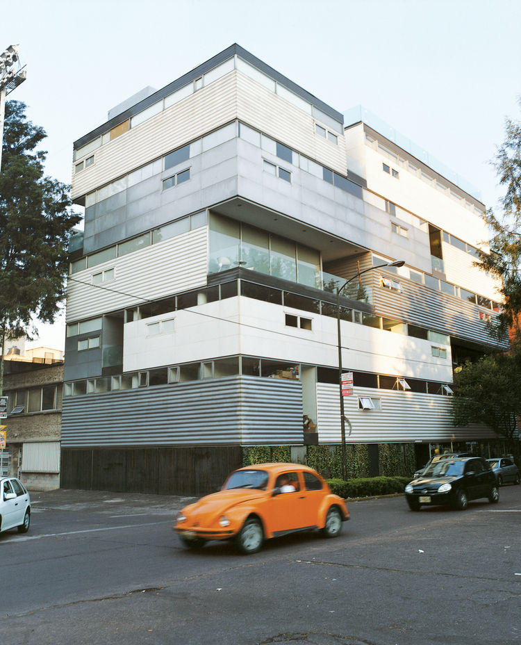 AR 58, a Condesa apartment building by Dellekamp y Asociados, represents the new face of the once-earthquake-ravaged neighborhood.