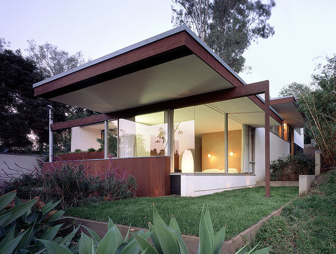 Another stop on the tour was Neutra's Ohara house, built 1959–1961 and now owned and faithfully kept up by designer David Netto.