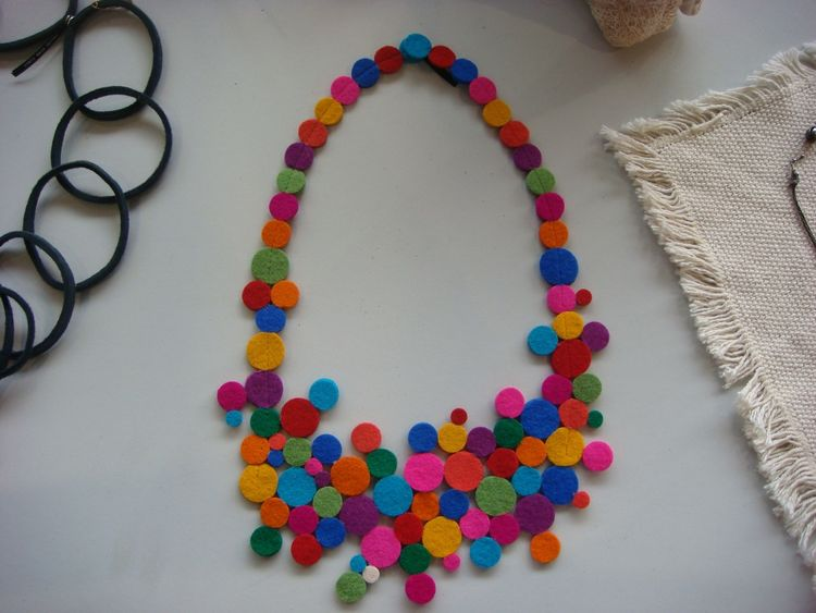 """A felt necklace by designer <a href=""""http://www.vacideerdazimic.blogspot.com/"""">Vacide Erda Zimic</a>."""