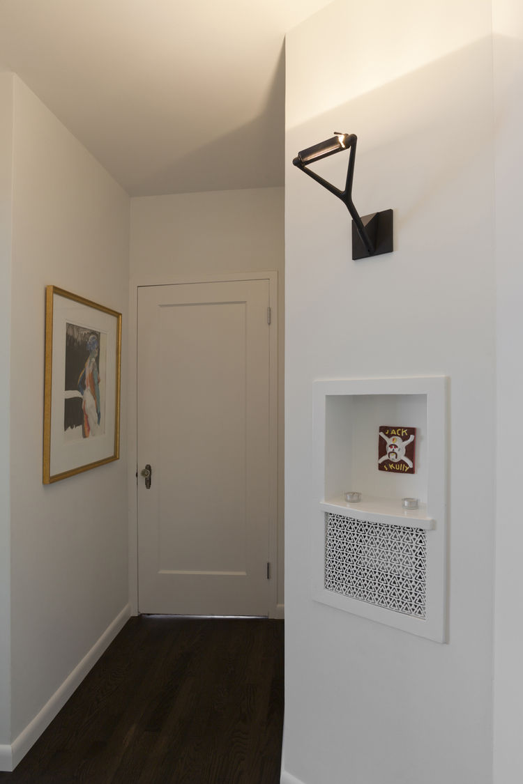 """The hallway's original telephone box and grate were updated with a coat of white paint and a tiny artwork. Photo by <a href=""""http://mikegraffigna.com/"""">Mike Graffigna</a>"""