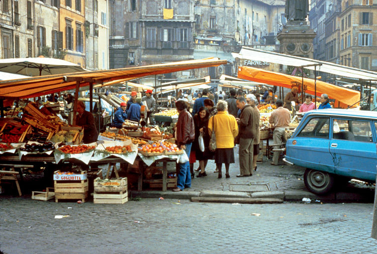 A market in Rome. Rather than imposing markets upon communities, PPS works carefully to create spaces based on locals' needs.