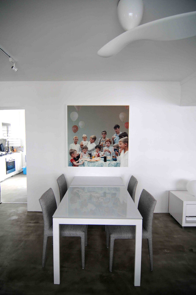 The white glass table is from Bontempi Case and is extendable. By co-opting the settee (in the first image) and some folding chairs, the Seahs can comfortably seat 10 to 12 dinner guests. The single-blade fan, an Australian design, is more energy efficien