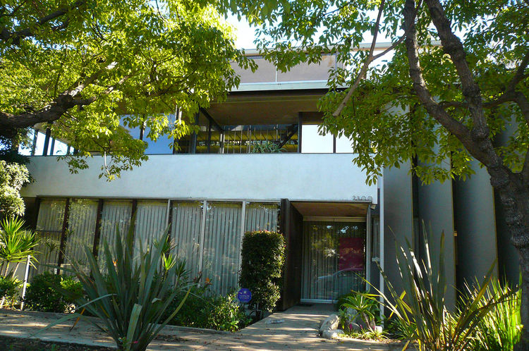 """Here's the Neutra VDL house, a great experimental house that's available for public viewing. For tours, <a href=""""http://www.neutra-vdl.org"""">see here</a>."""