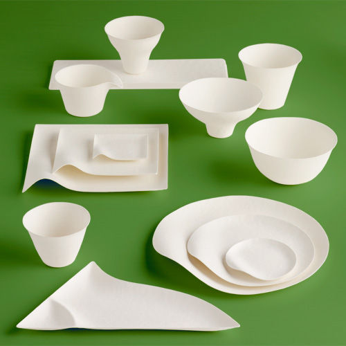 Maru's Wasara collection features an array of beautifully designed biodegradable picnic plates, bowls, and cups.