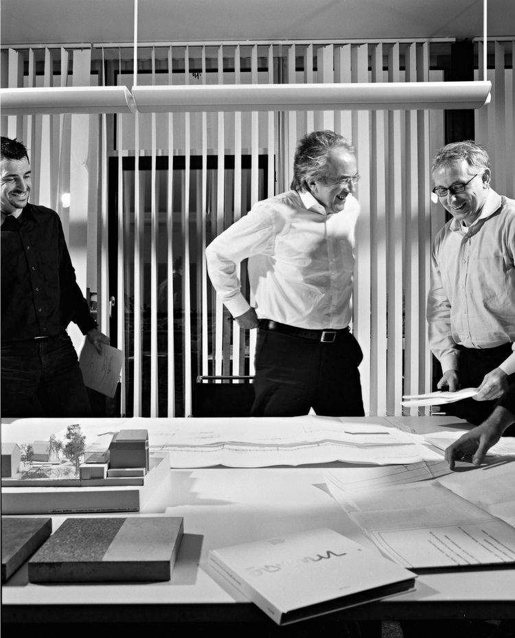 Sobek and those in his office believe in providing the link between high-level engineering and architecture. A better understanding of engineering, Sobek argues, will open up entirely new possibilities for architects' thinking.