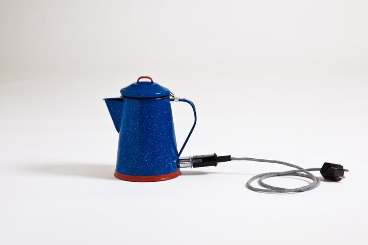 In another experiment as part of the series, Wilson 'modernized' a workaday enamel coffee pot by transforming it into an electrical kettle. There are no plastic components inside the jug and the heat-conducting points have been dipped in industrial silico