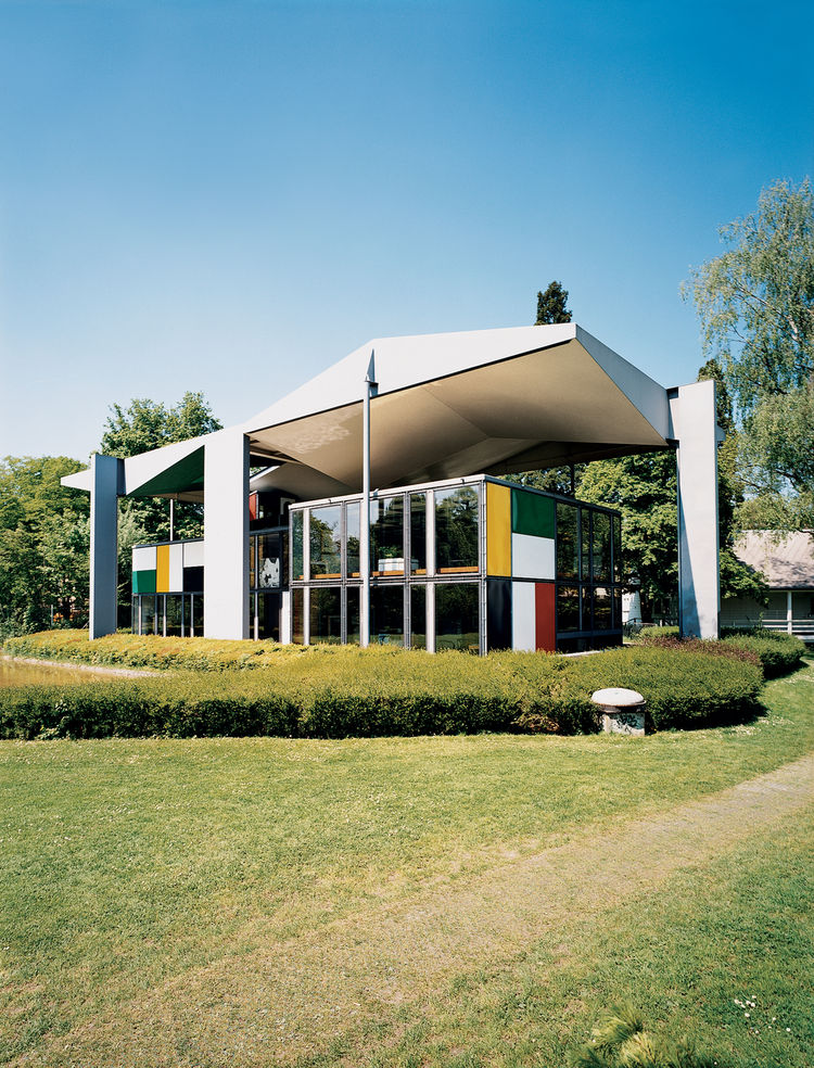 The Heidi Weber House, a museum dedicated to Le Corbusier and built from his own designs after his death, contains an extraordinary collection of the Swiss architect's sculptures, paintings, furniture, and writings. The prefabricated steel, free-floating