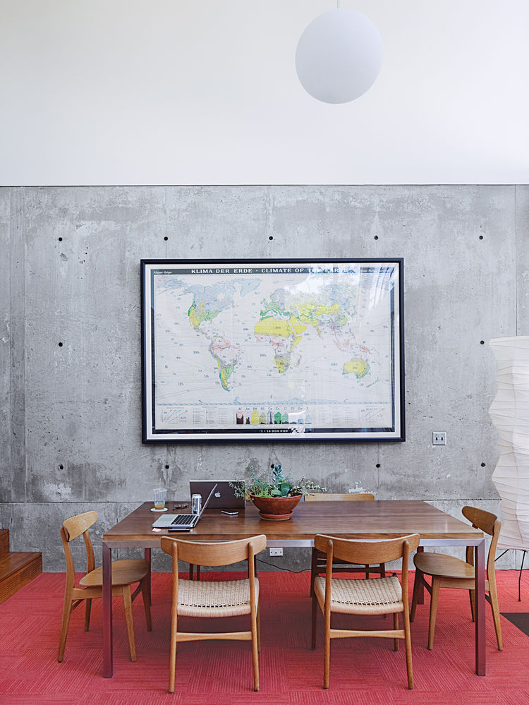 A monumental German climate map enlivens the dining area, which also sports CH 23 & CH 30 chairs by Hans Wegner.