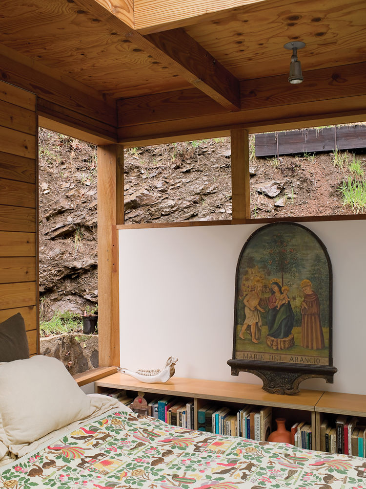 From their bedroom, Hadley and Peter can gaze out at the canyon wall or up through a skylight at the clouds and stars.