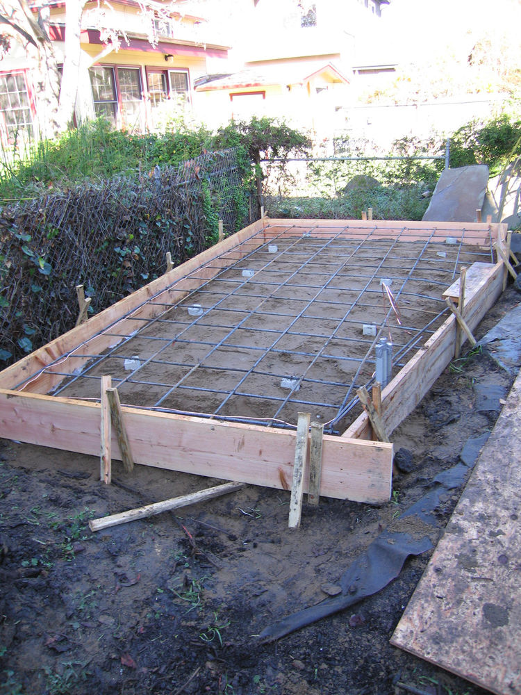 "The 30-percent Fly Ash foundation, with formwork and rebar. Image courtesy <a href=""http://www.deedsdesign.com"">Deeds Design</a>"