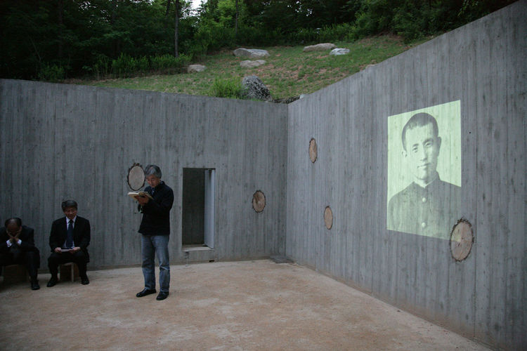Earth House is dedicated to Dong-joo Yoon, a Korean poet who died as a political prisoner in Japan during WWII.