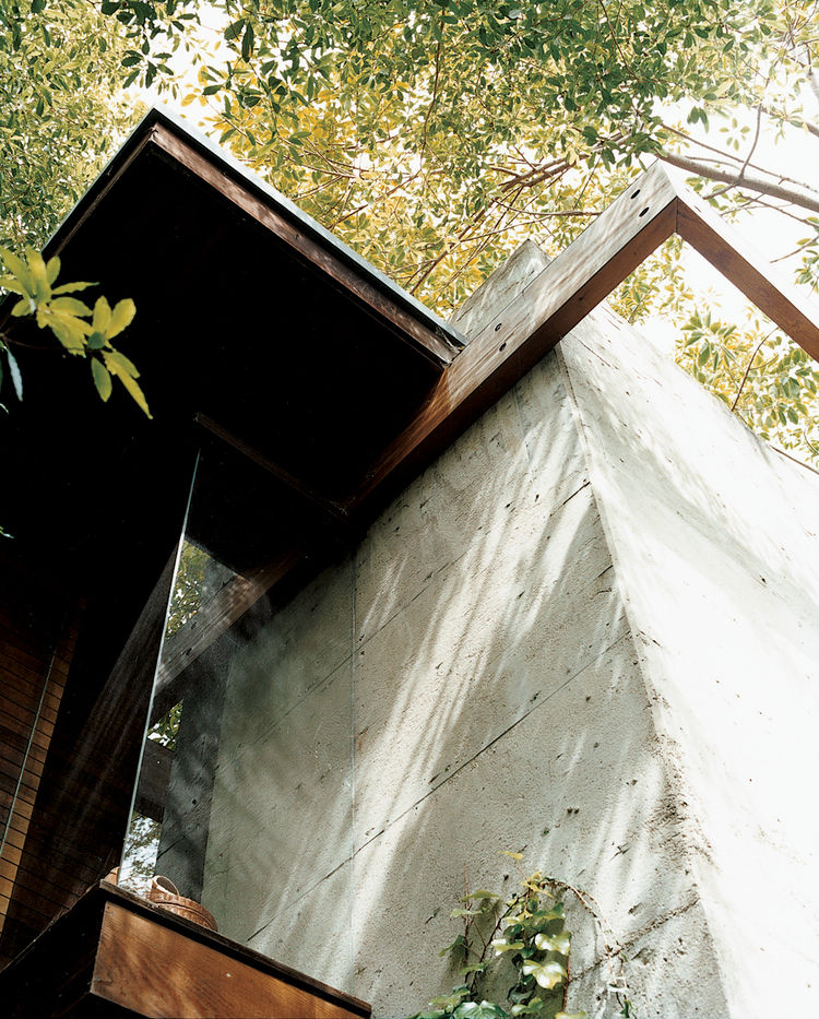 This detail shows the conjunction of concrete with wooden beams, where flush glass windows angle outward to the canopies of nearby trees. The detail also encapsulates Ray's vision for the house: a synthesis of the rational and the intuitive.