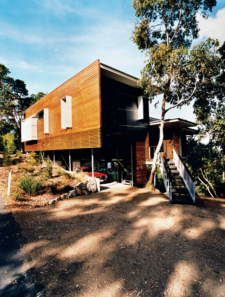 Batten screens of spotted gum wood sheath the house and allow ventilation into the outdoor storage area.