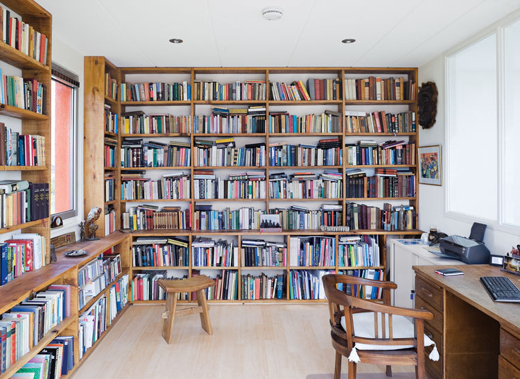 Johan Bouwmeester built a library out of oak.