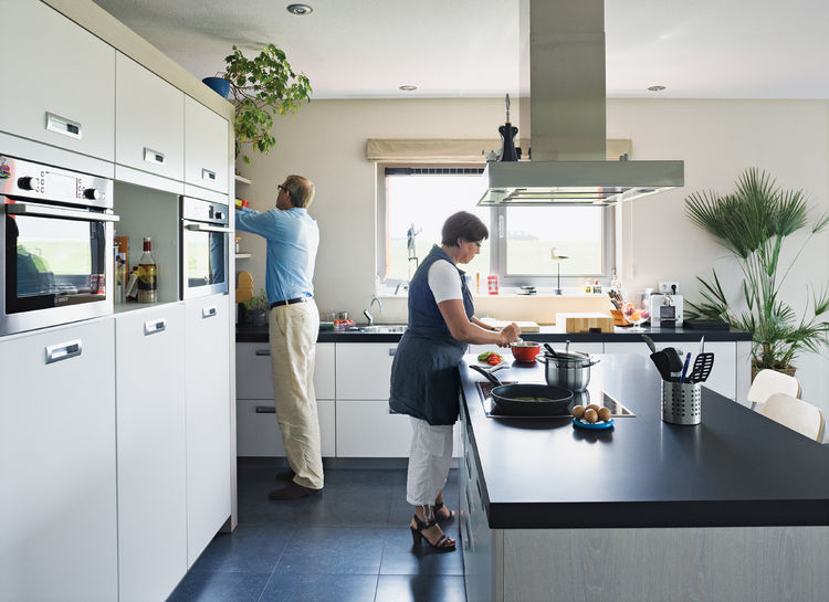 Koos Sweringa and Marianne Schram putter in the kitchen.