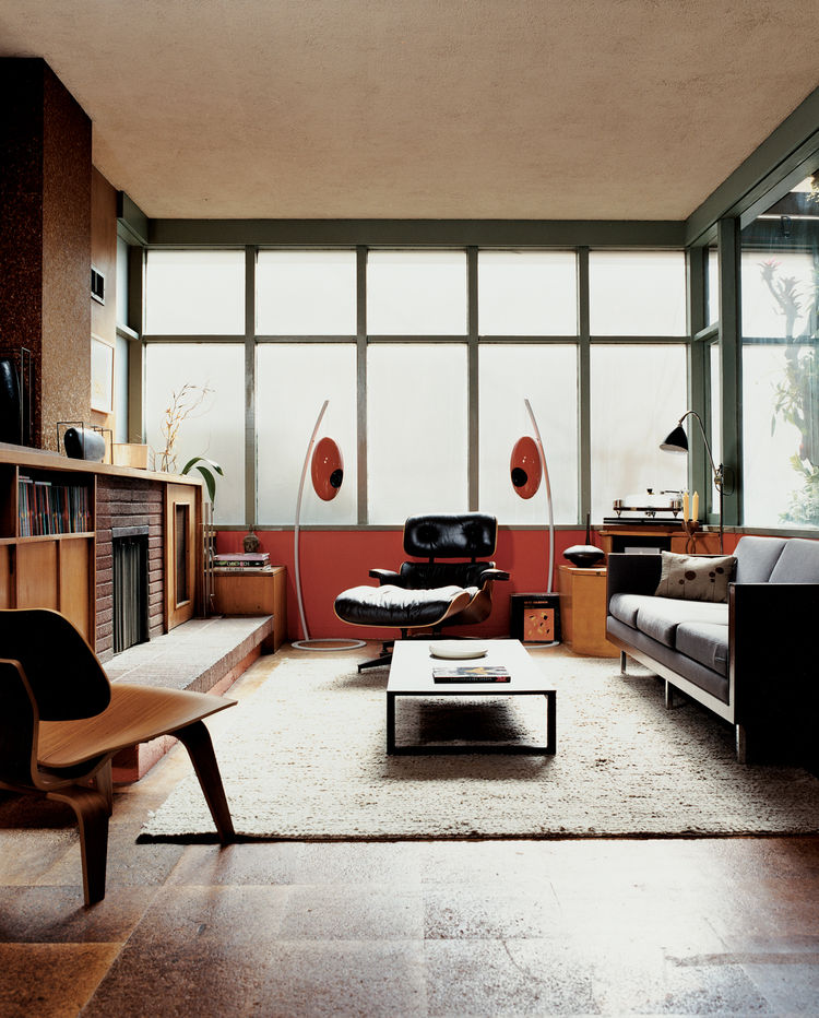 The bank of translucent glass windows diffuses light evenly in the living room and contributes to the sensation that you have left the world behind. Eames chairs for Herman Miller are accompanied by Italian manufacturer U-vola's unique speakers from Elite