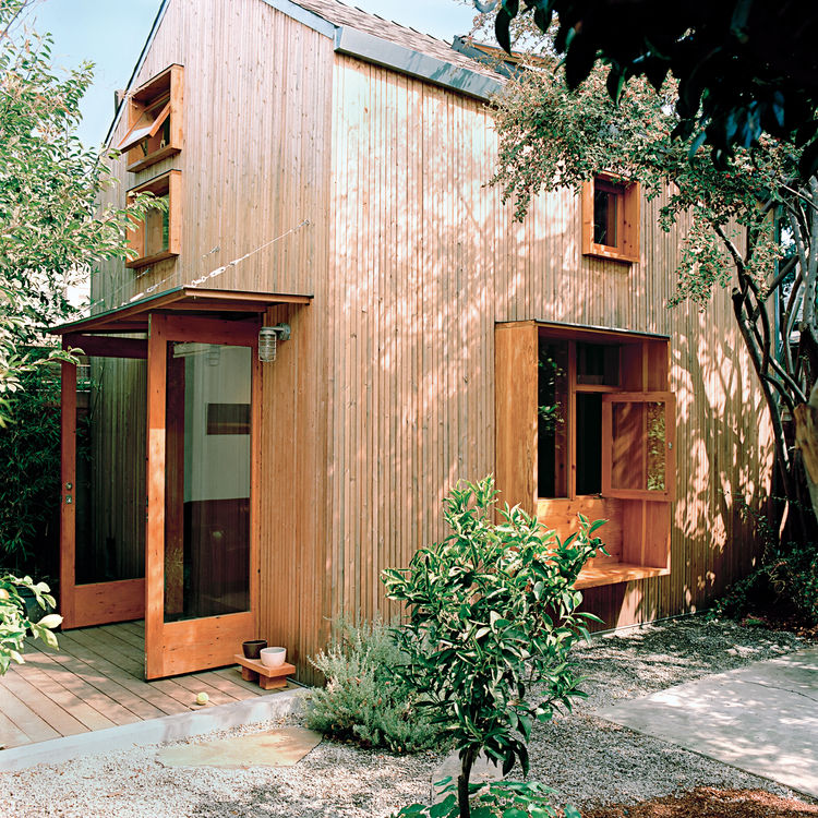 Modern barnhouse transformation in Oakland