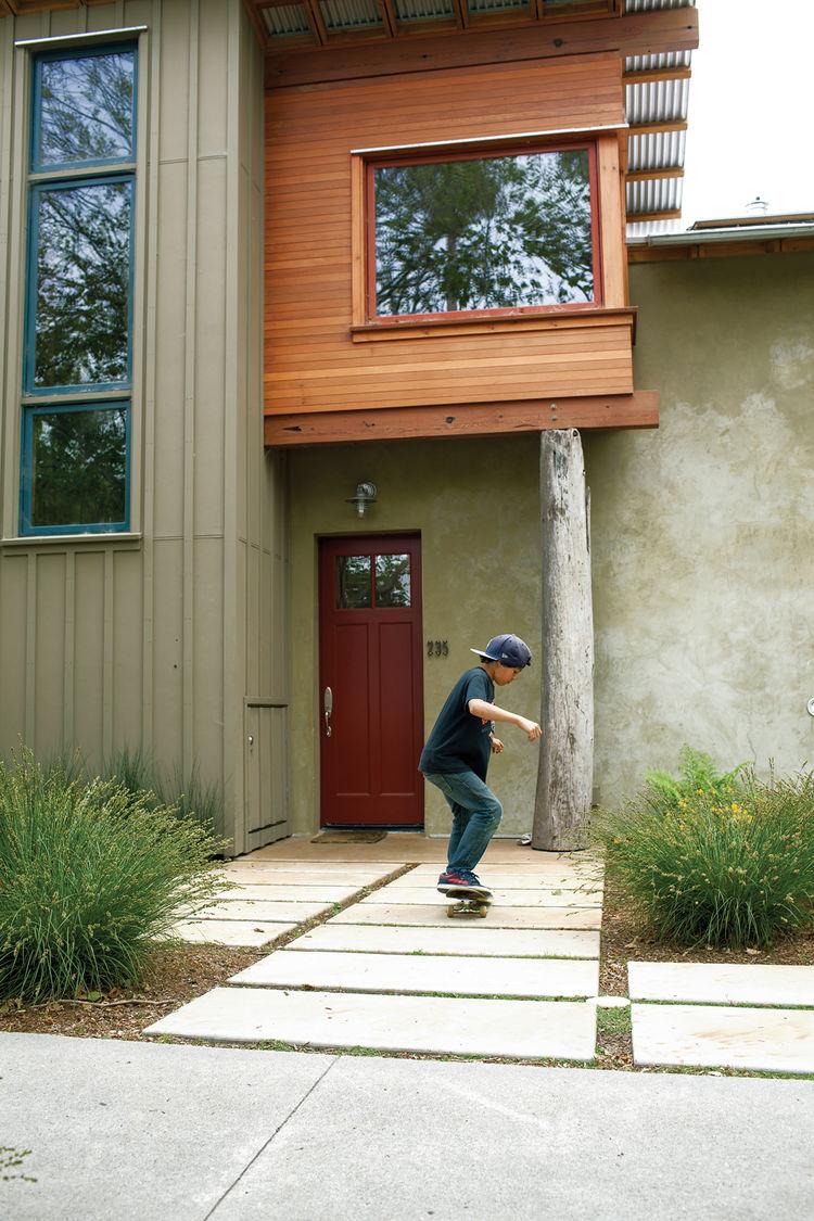 Modern front door pathway