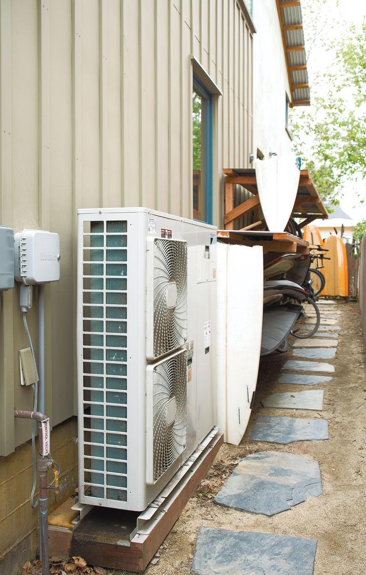 Outdoor air-to-water heat pump system by Daikin