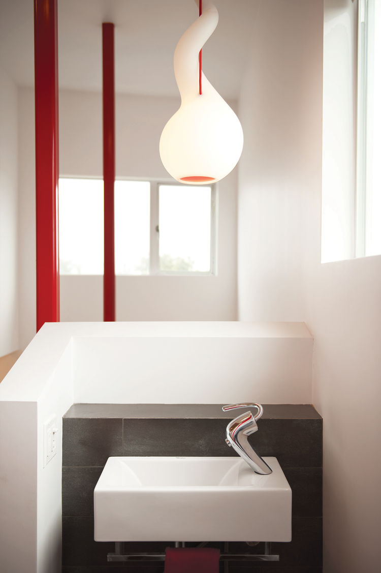 Modern bathroom with Constantin Wortmann pendant lamp