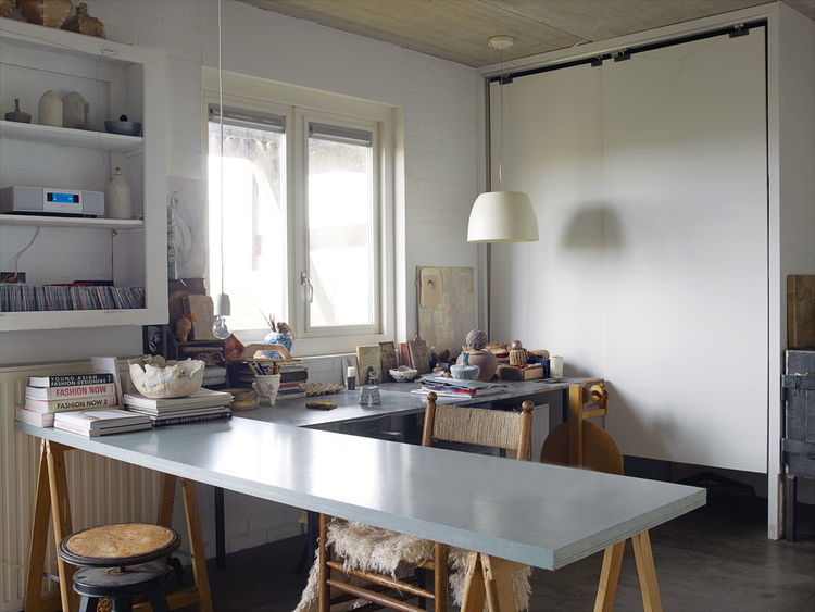 Modern felt studio space with concrete slab table