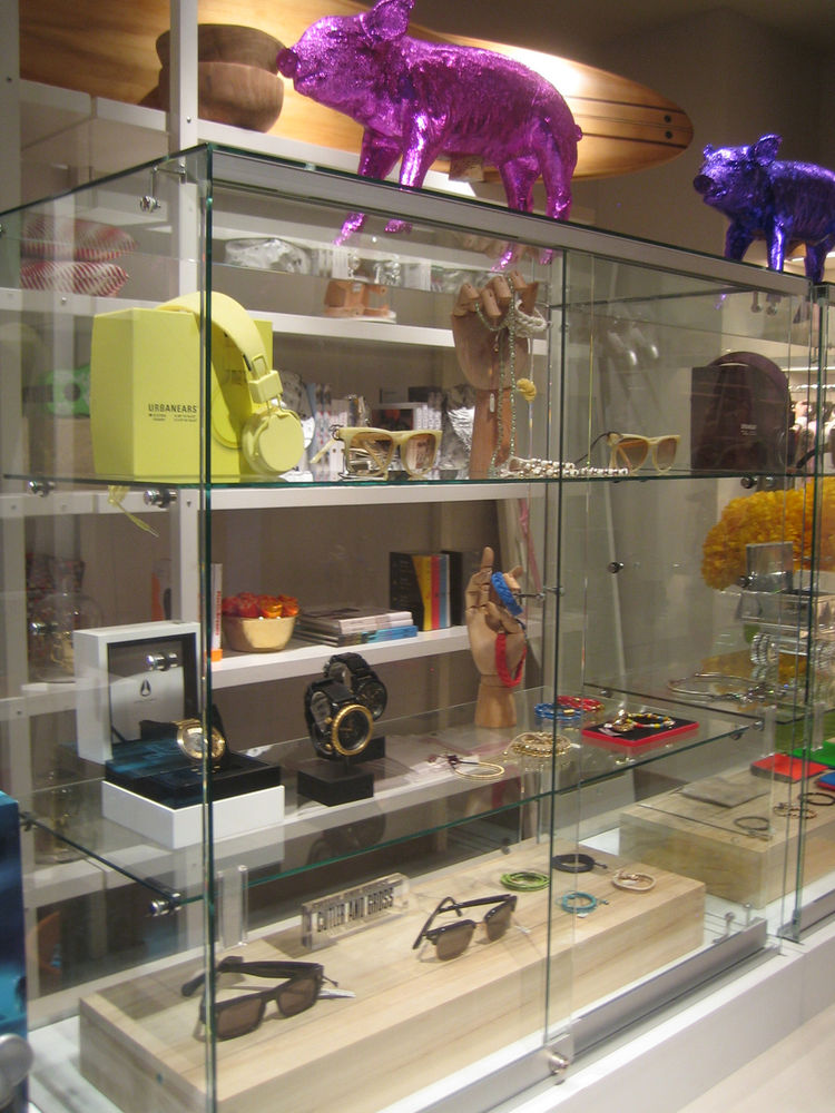 Modern Honolulu Hotel Shop