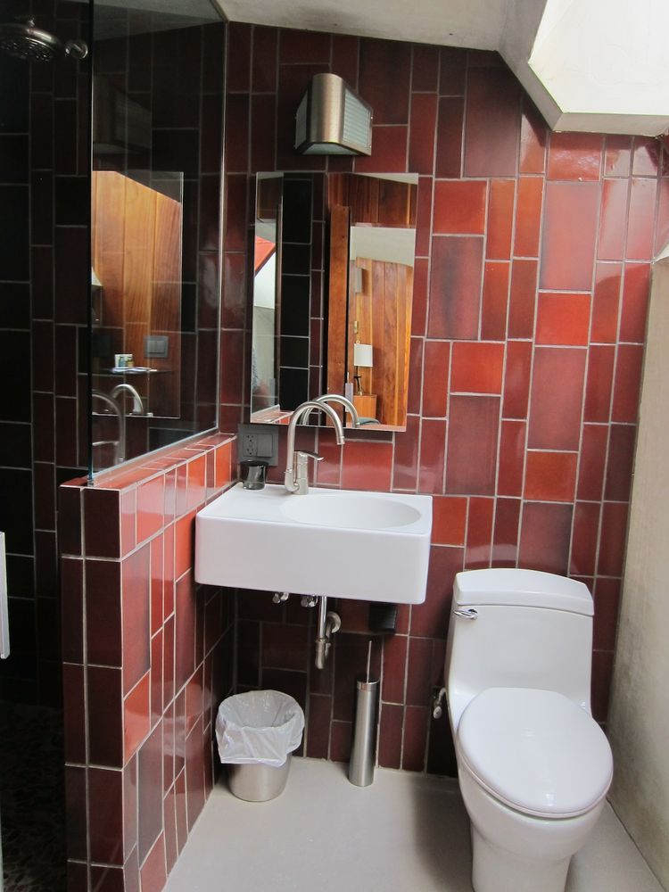 Hotel Lautner bathroom with tiled wall