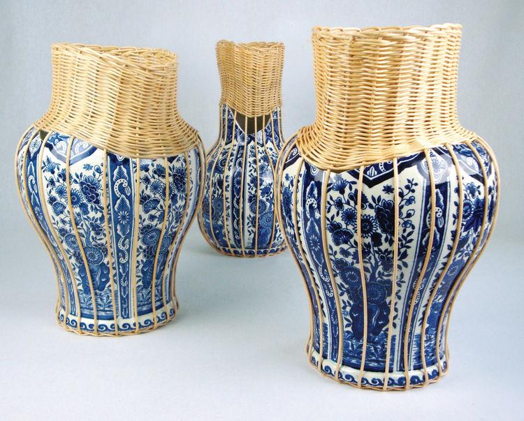 Delft Blue vase by Daniel Hulsbergen