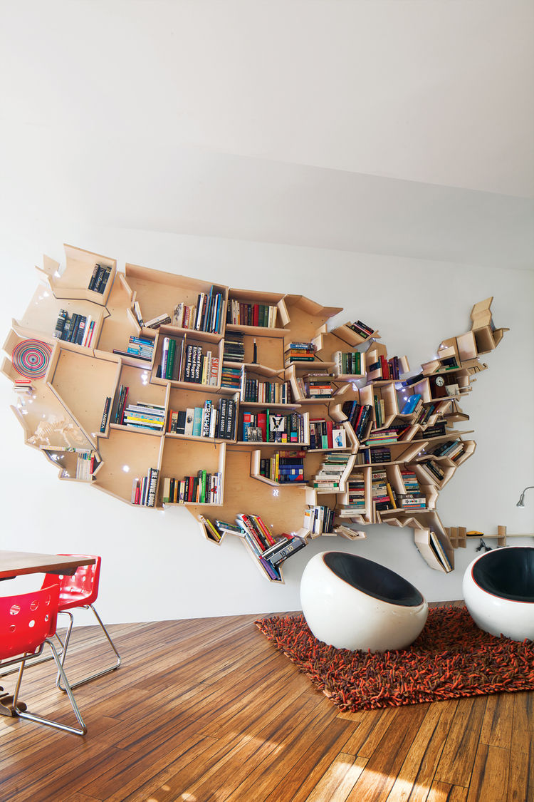 Wooden bookshelf in the form of the USA map