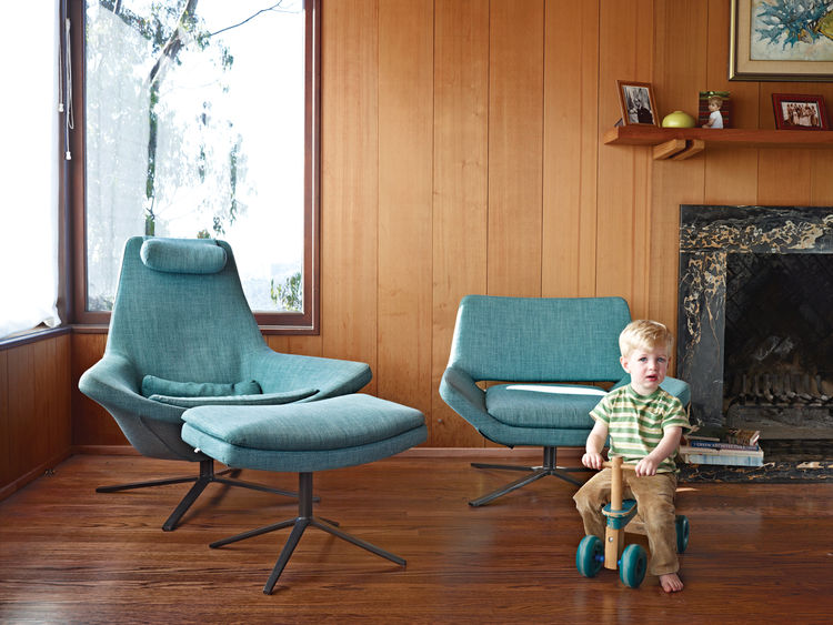 Esherick-designed living room with blue B&B Italia chairs