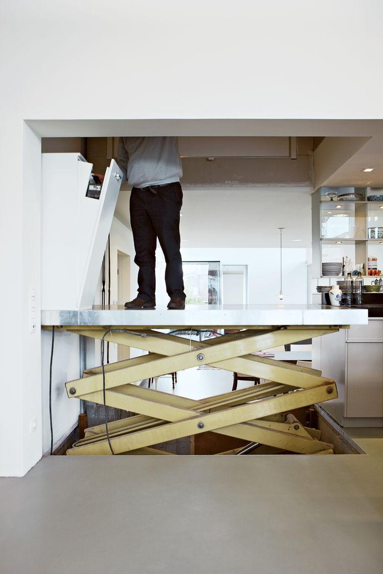Modern builders elevator