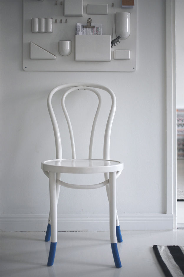 Uten.Silo organizer by Vitra above a white-painted chair with blue-tipped legs