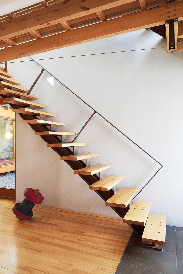 Cantilevered wood staircase