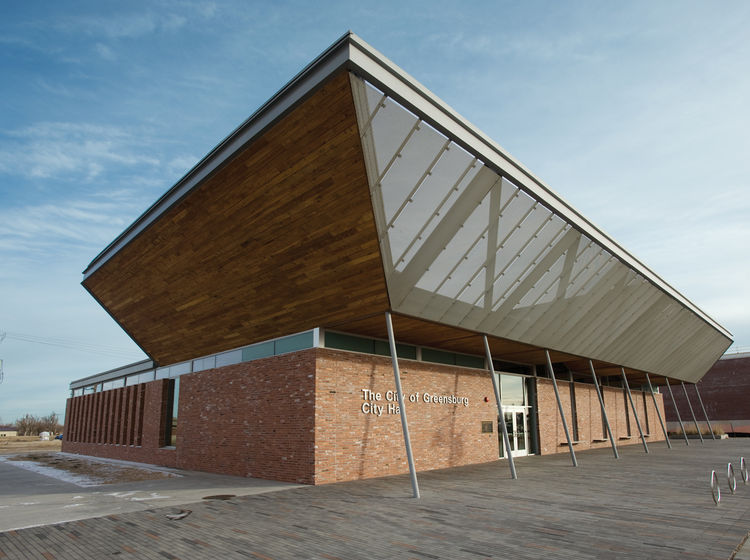 Green-roofed City Hall designed by BNIM Architects in Greensburg, Kansas