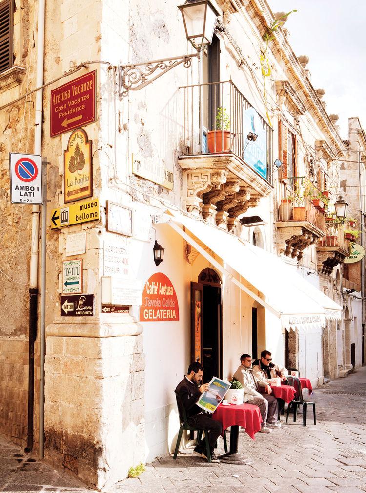 Syracuse Italy café