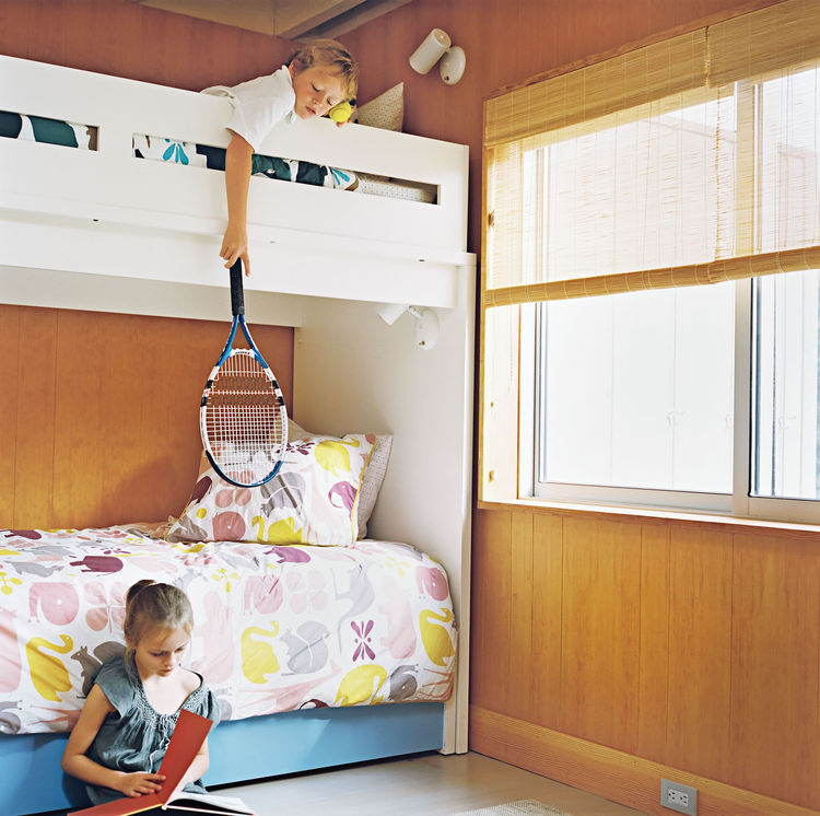 Kids bedroom with bunk bed by Ducduc and sliding wood panel doors