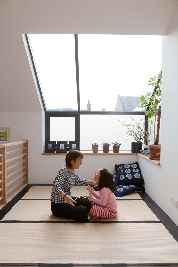 Mother and daughter in a modern Japanese-style tatami room