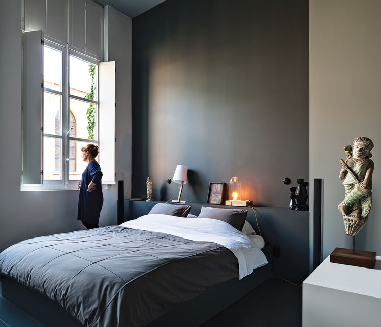 Modern bedroom with gray walls