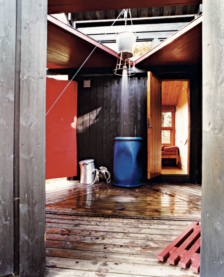 """Norwegian summers are short, and it's customary to spend as much time outdoors as possible,"""" says Kari K. Holm, who with her husband, German-born architect Jürgen Kiehl, created a residence in the remote area of Hanko, Norway. <a href=""""http://www.dwell.co"""